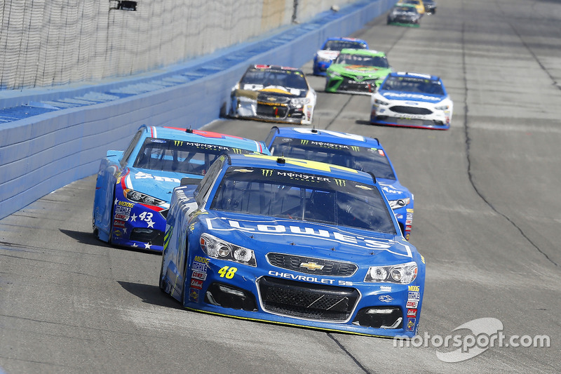 Jimmie Johnson, Hendrick Motorsports, Chevrolet; Aric Almirola, Richard Petty Motorsports, Ford