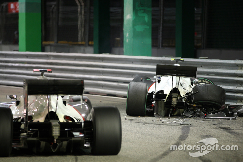 The crashed car of Kamui Kobayashi, Sauber