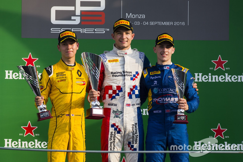 Podium: Sieger Jake Dennis, Arden International; 2. Jack Aitken, Arden International; 3. Jake Hughes, DAMS