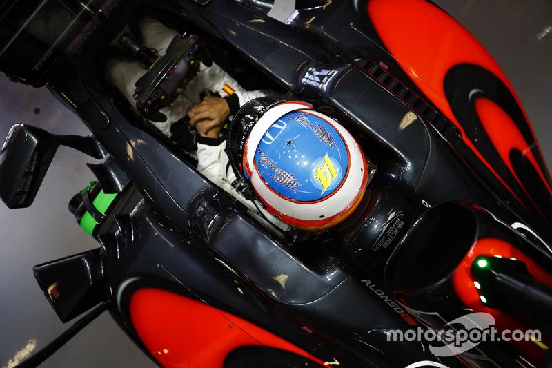 Fernando alonso mclaren mp4 31 gp d 39 espagne photos for Garage formule m