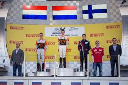 Podium race 1: Racewinnaar Richard Verschoor, MP Motorsport, tweede plaats Jarno Opmeer, MP Motorspo