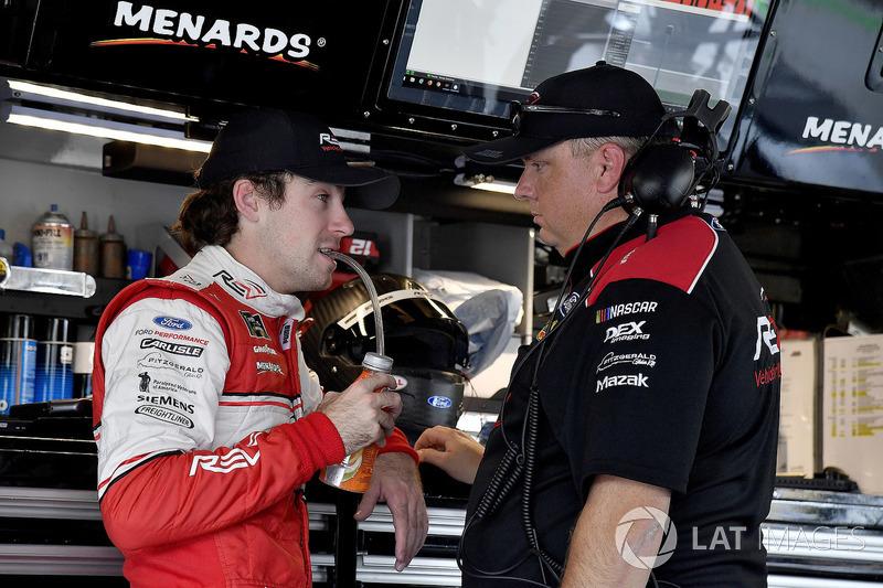Ryan Blaney, Team Penske, Ford Fusion REV Group y el jefe de equipo Jeremy Bullins