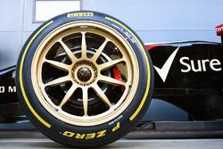 Lotus E22 on 18 inch Pirelli tyres