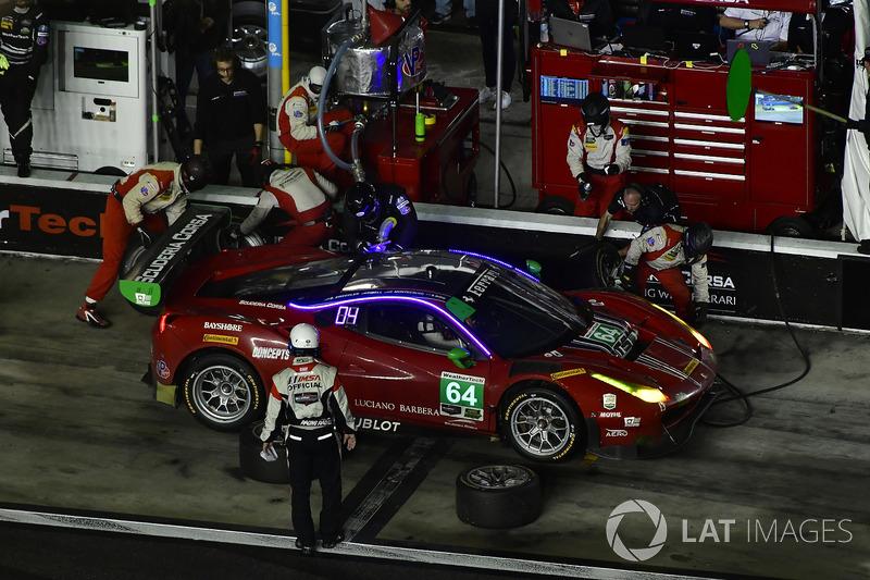 #64 Scuderia Corsa Ferrari 488 GT3, GTD: Bill Sweedler, Townsend Bell, Frankie Montecalvo, Sam Bird pit stop