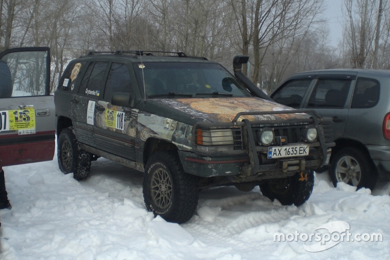 Майже рідний для українських доріг Jeep Grand Cherokee Олександра Авдєєва та Юлії Гриценко