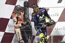 Друге місце Марк Маркес, Repsol Honda Team, третє місце Валентино Россі, Yamaha Factory Racing