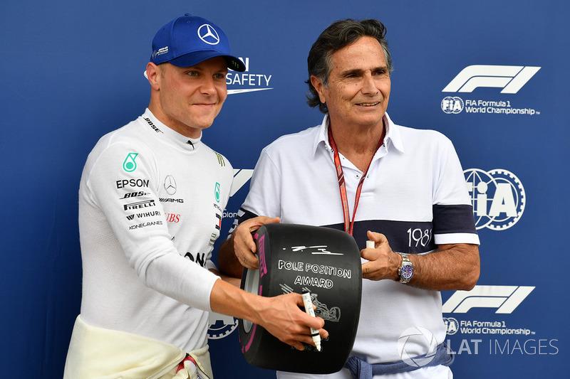 Poleman Valtteri Bottas, Mercedes AMG F1 recibe el Pirelli Pole Position Awaard de Nelson Piquet
