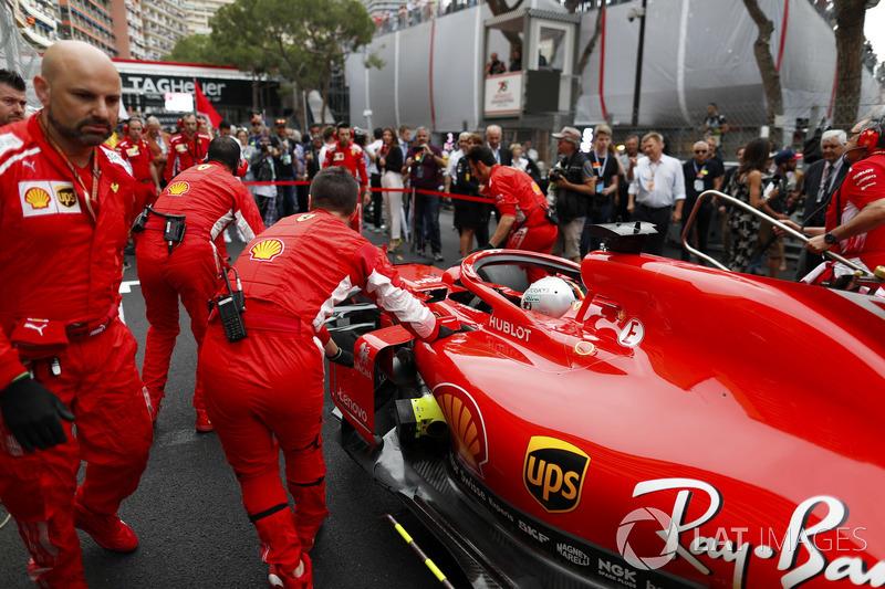 Sebastian Vettel, Ferrari, in griglia