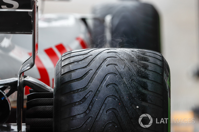 Пар от шин автомобиля VF-18 Кевина Магнуссена, Haas F1 Team