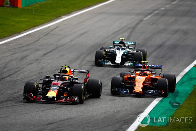 Max Verstappen, Red Bull Racing RB14 Tag Heuer, Stoffel Vandoorne, McLaren MCL33, y Valtteri Bottas, Mercedes AMG F1 W09