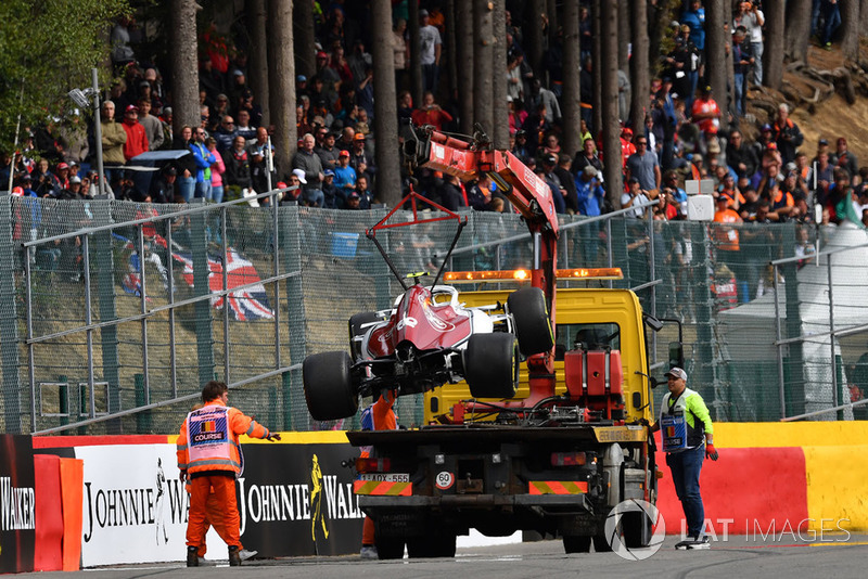 Mobil Charles Leclerc, Alfa Romeo Sauber C37 setelah kecelakaan