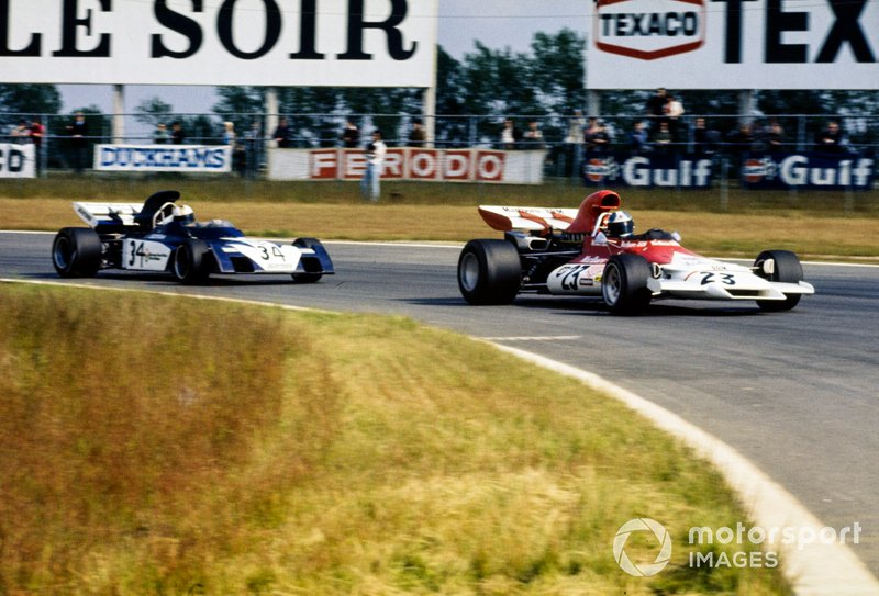 Jean-Pierre Beltoise, BRM P160B leads Mike Hailwood, Surtees TS9B Ford