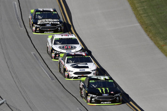 Kurt Busch, Stewart-Haas Racing, Ford Fusion Monster Energy / Haas Automation and Clint Bowyer, Stewart-Haas Racing, Ford Fusion Cummins/Rush Truck Centers