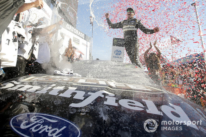 Aric Almirola, Stewart-Haas Racing, Ford Fusion Smithfield Bacon for Life
