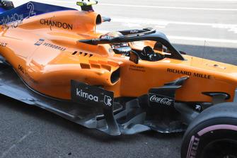 Vue latérale détaillée de la McLaren MCL33