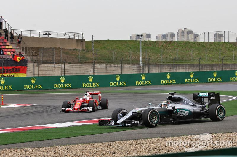 Lewis Hamilton, Mercedes AMG F1 W07 Hybrid runs wide as Sebastian Vettel, Ferrari SF16-H passes