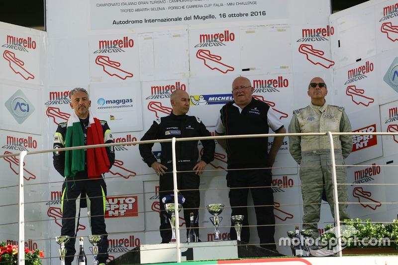 Podio Gara 2: il secondo classificato Davide Uboldi, Eurointernational, il vincitore Walter Margelli, Nannini Racing, il terzo classificato Ranieri Randaccio, SCI