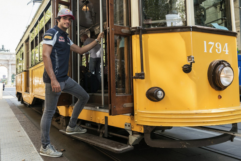 Carlos Sainz Jr. gets in the historical tram of Milano