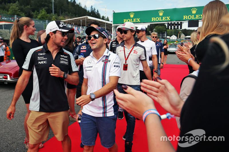 (Da sx a dx): Sergio Perez, Sahara Force India F1 e Felipe Massa, Williams nella sfilata dei piloti