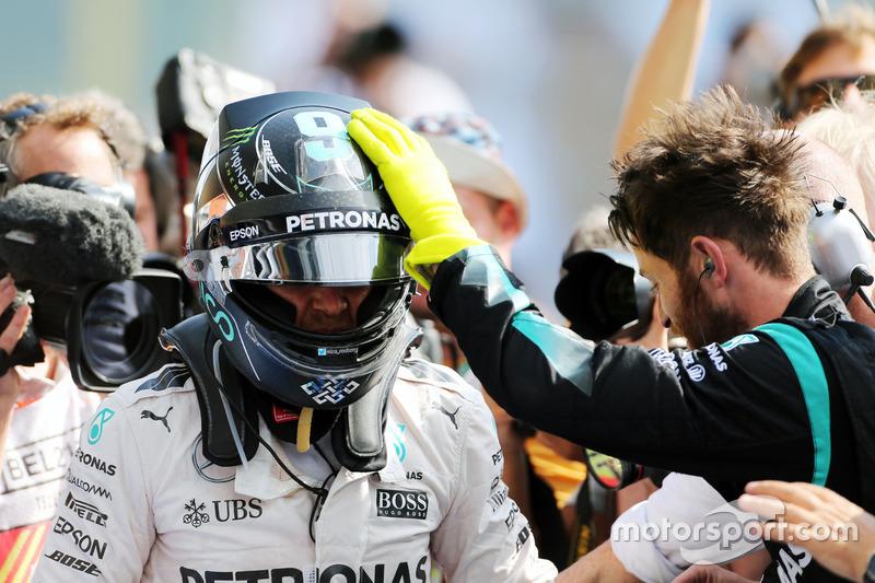 Yarış galibi Nico Rosberg, Mercedes AMG F1 parc ferme
