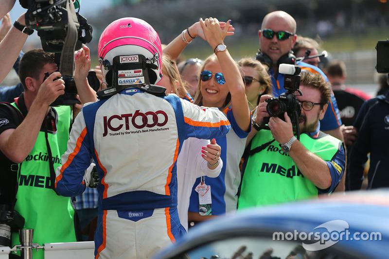 Race winner Sam Tordoff, Team JCT1600 With Gardx