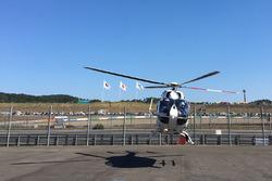 Jorge Lorenzo, Yamaha Factory Racing, es llevado en helicóptero después de su accidente