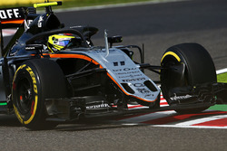 Sergio Perez, Sahara Force India F1 VJM09 mit dem Halo-Cockpitschutz