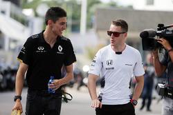 Эстебан Окон, тестовый пилот Renault Sport F1 Team и Стоффель Вандорн, тестовый и резервный пилот Mc