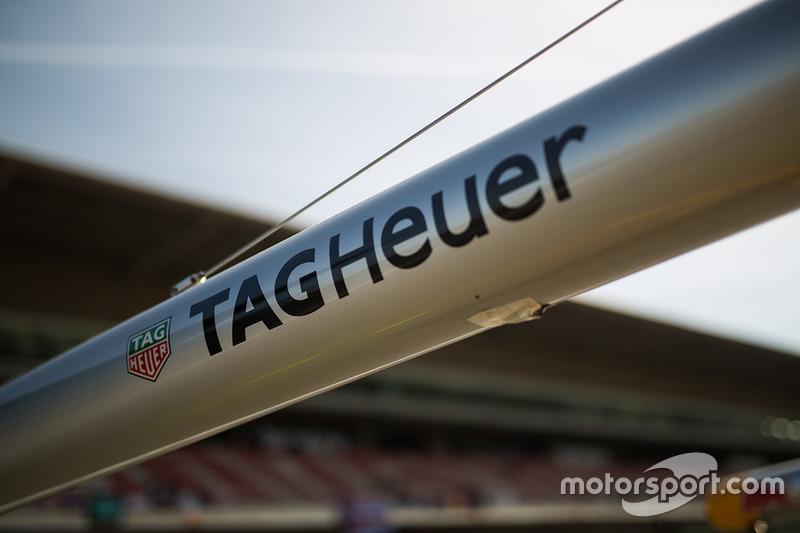 Tag Heuer logo op Red Bull Racing gereedschap