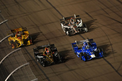Тони Канаан, Chip Ganassi Racing Honda, и Джеймс Хинчклифф, Schmidt Peterson Motorsports Honda