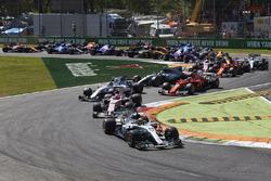 Льюис Хэмилтон, Mercedes AMG F1 W08, Эстебан Окон, Sahara Force India F1 VJM10, Лэнс Стролл, Williams FW40, и Кими Райкконен, Ferrari SF70H