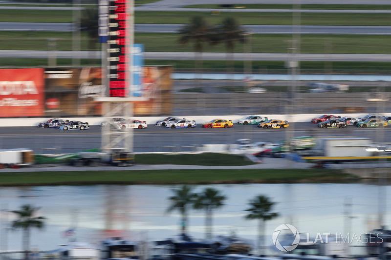 Brad Keselowski, Team Penske Ford Chase Elliott, Hendrick Motorsports Chevrolet