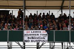 Уболівальник, Льюіс Хемілтон, Mercedes AMG F1 banner