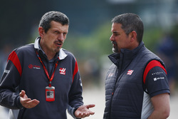 Guenther Steiner, Team Principal, Haas F1 Team, talks with a colleague