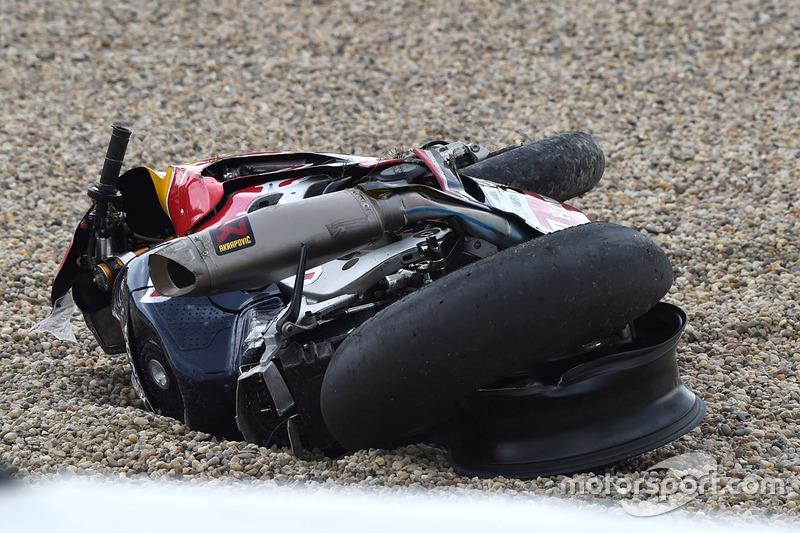Moto de Stefan Bradl, Honda World Superbike Team después de su choque