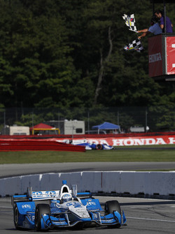 Josef Newgarden, Team Penske Chevrolet takes the checkered flag and win