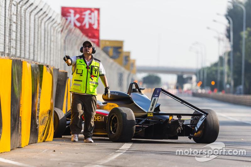 Unfall: Daniel Juncadella, Hitech GP, Dallara Mercedes