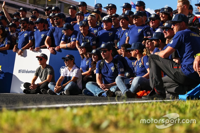 Stoffel Vandoorne, McLaren and Felipe Massa, Williams, FIA Volunteers