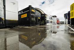 La unidad de la hospitalidad de Pirelli en el paddock