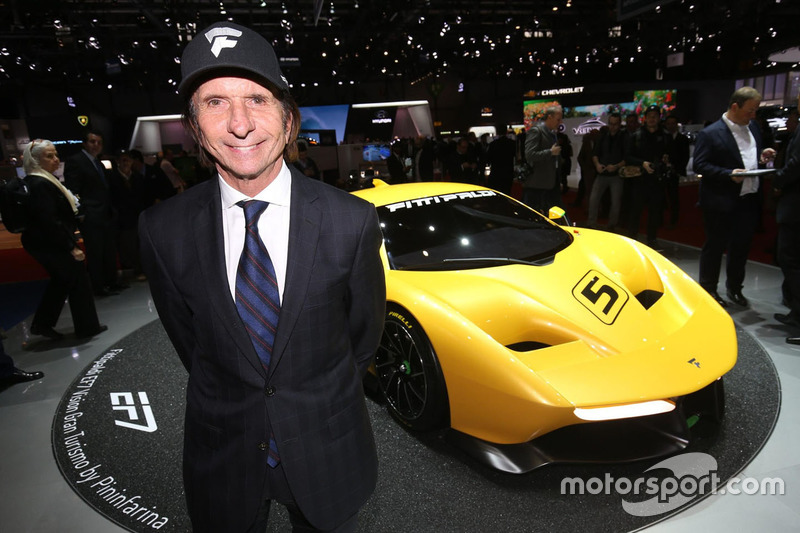 Emerson Fittipaldi con el Fittipaldi EF7 Vision Gran Turismo
