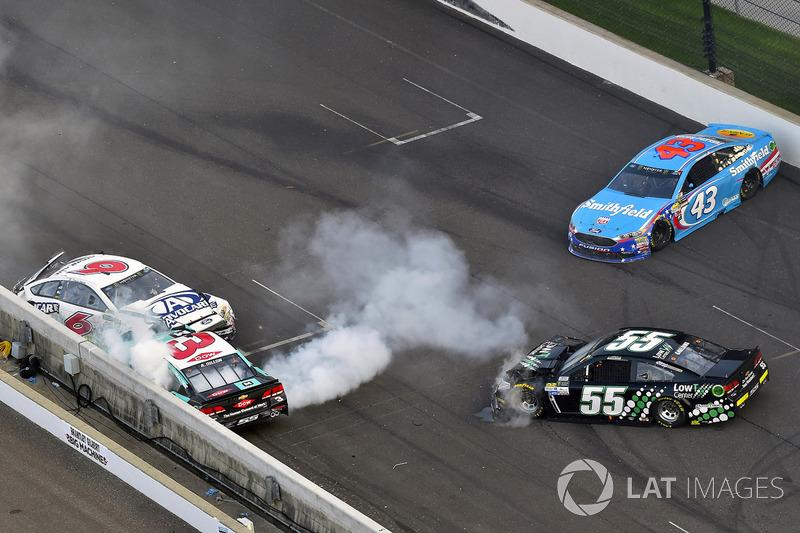 Crash: Trevor Bayne, Roush Fenway Racing Ford, Austin Dillon, Richard Childress Racing Chevrolet, Gray Gaulding, Premium Motorsports Chevrolet