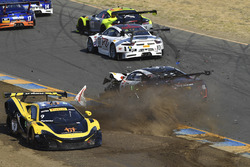 #9 K-Pax Racing McLaren 650S GT3: Alvaro Parente, #43 RealTime Racing Acura NSX GT3: Ryan Eversley crash