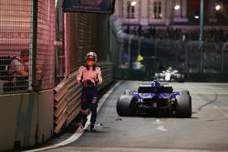Marcus Ericsson, Sauber C36 revient en marchant après son crash