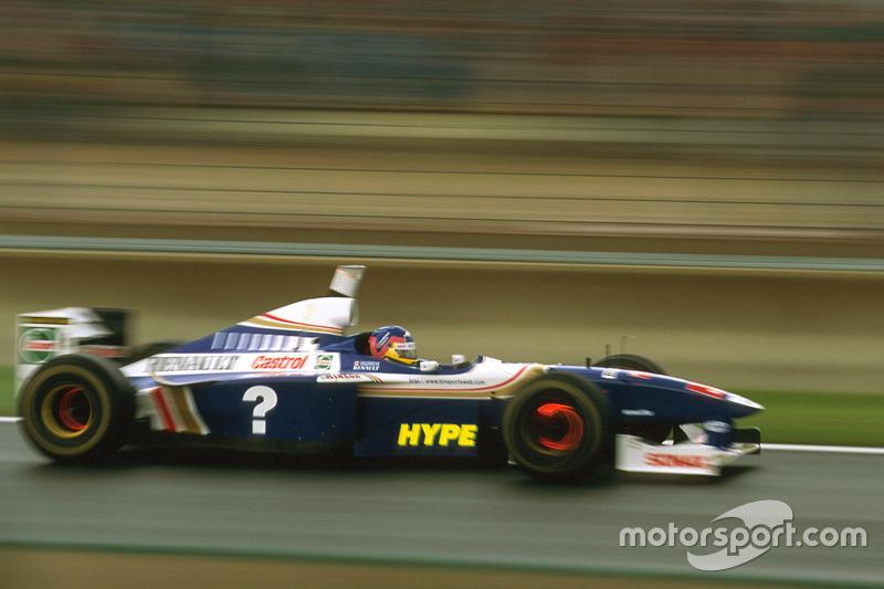 На счету Вильнева было четыре победы, но больше сходов: он не добрался до финиша в пяти Гран При, тогда как Шумахер лишь в двух