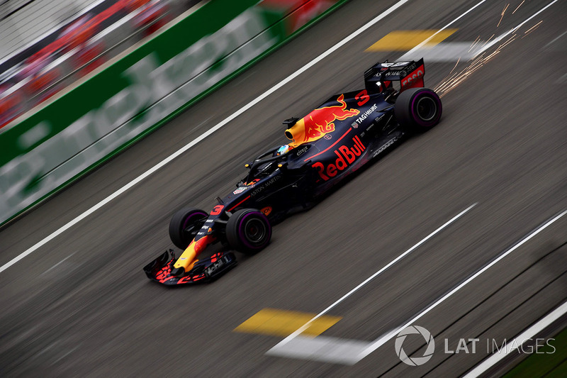 Daniel Ricciardo, Red Bull Racing RB14 and sparks