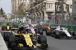 Carlos Sainz Jr., Renault Sport F1 Team R.S. 18 ve Lance Stroll, Williams FW41 startta