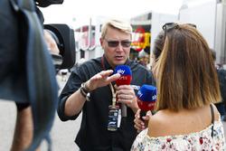Nathalie Pinkham, Sky Sports F1, interviews Mika Hakkinen