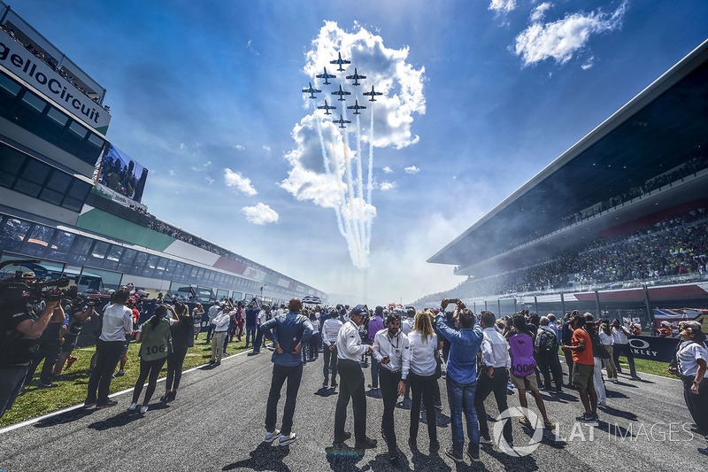 Aerobatic display over the grid