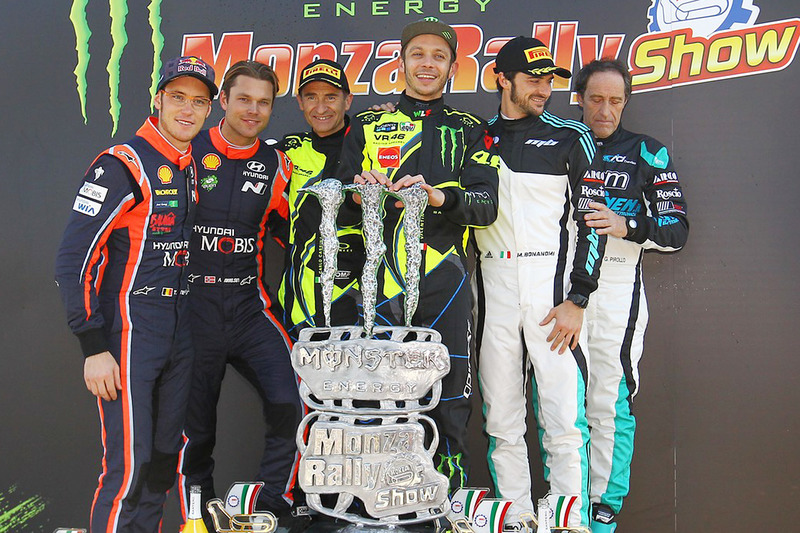 Winners Valentino Rossi, Carlo Cassina, Ford Fiesta WRC, second place Andreas Mikkelsen, Thierry Neu