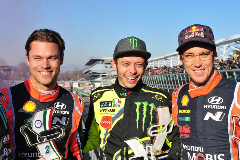 Il vincitore Valentino Rossi, il secondo classificato Andreas Mikkelsen, Thierry Neuville